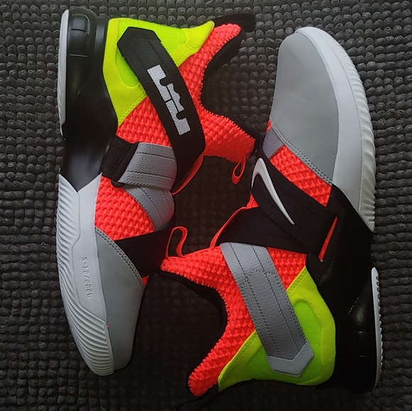 the latest a5d72 43426 New men's Nike LeBron Soldier 12
